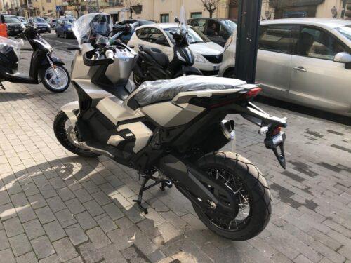 x-adv 750